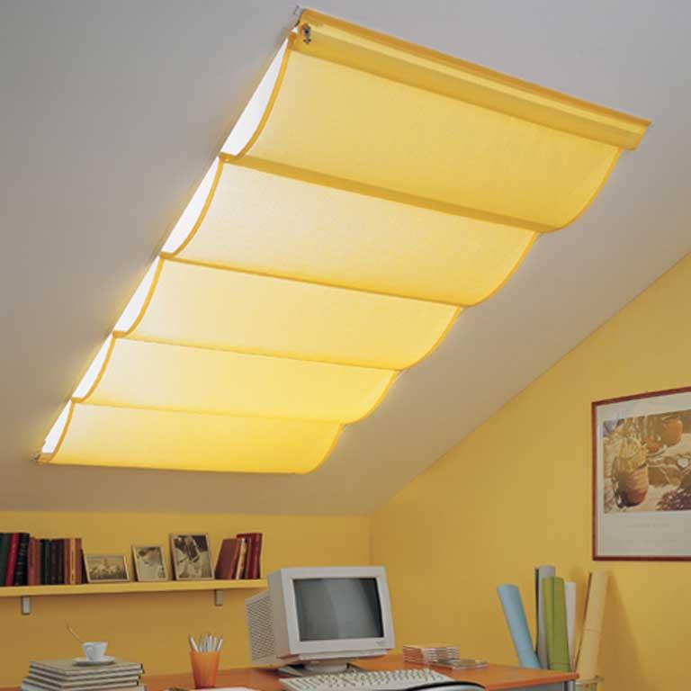 Gualtieri tendaggi tende per lucernari for Oscuranti per finestre velux