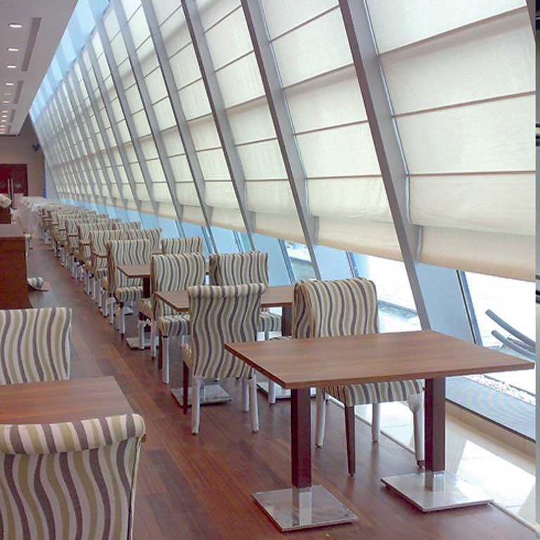 Gualtieri tendaggi tende per lucernari for Tende per finestre sottotetto
